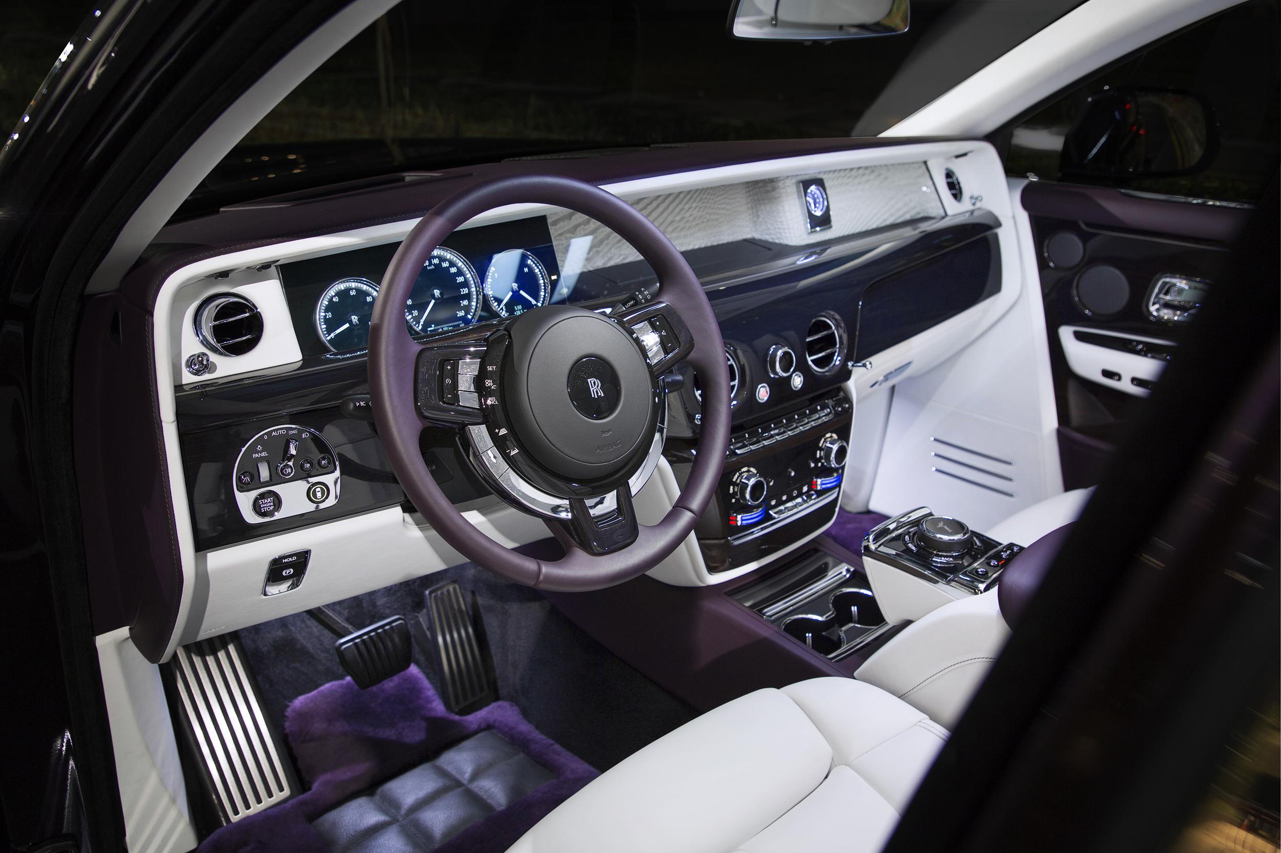 Rolls-Royce Phantom console and steering wheel