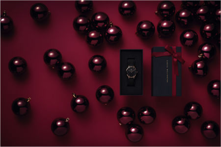Daniel Wellington Christmas Set combo box with ball decorations