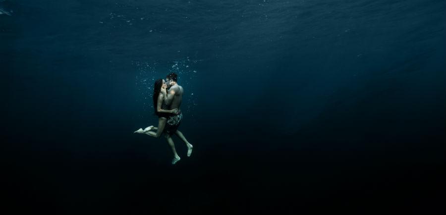 Ulysse Nardin passionate couple underwater