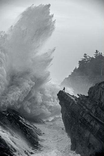 Ulysse Nardin wave on shore image