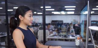 Woman using Omnidesk
