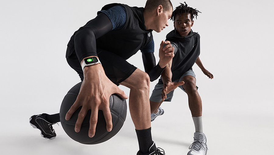 Basketball player using the Apple Watch Series 4