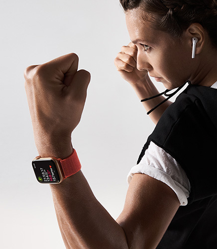 Boxer using the Apple Watch Series 4