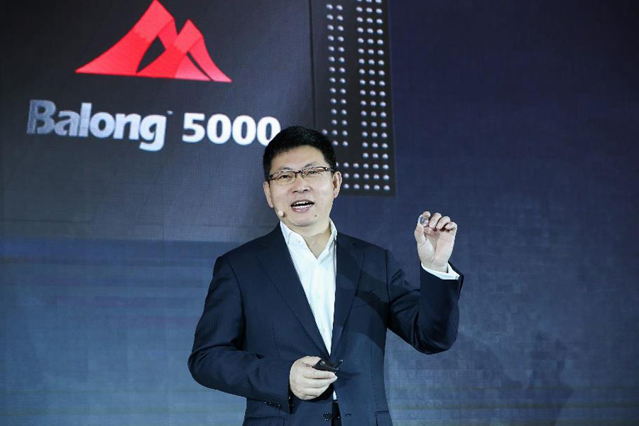 Huawei presenting the Balong 5000 chipset