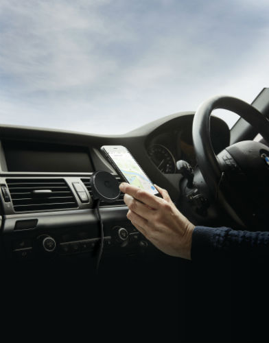Cygnett MagMount Qi Wireless Car Charger in use