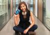 Vanessa holding the Sony Xperia XZ2