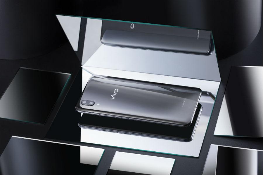 Vivo X21 in mirror casing