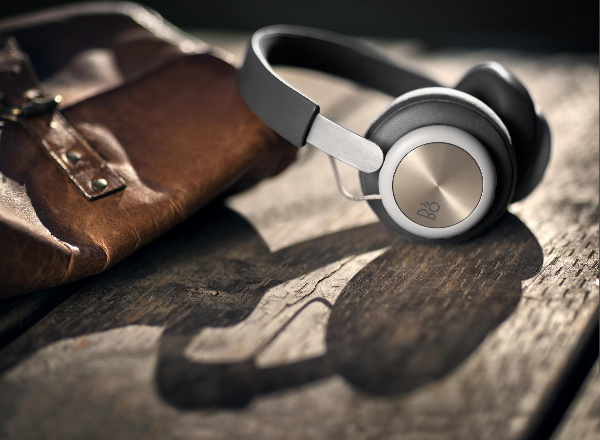 Beoplay H4 next to bag