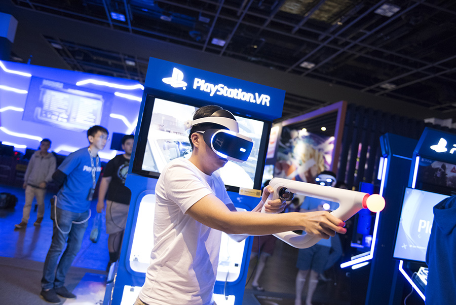A man trying the Playstation VR