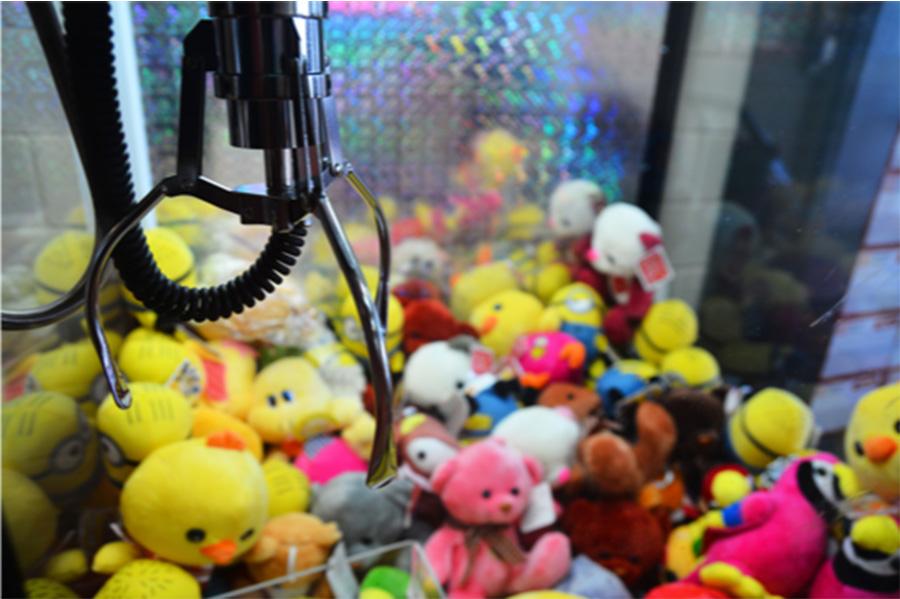 Audio House Warehouse Sale claw machine