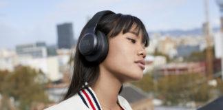 Woman wearing JBL Live Series 500BT Headphones
