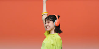Girl listening to WH-H910N