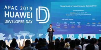 Zhang Ping'an, President, HUAWEI Consumer Cloud Service giving a speech at HUAWEI Developers Day APAC 2019