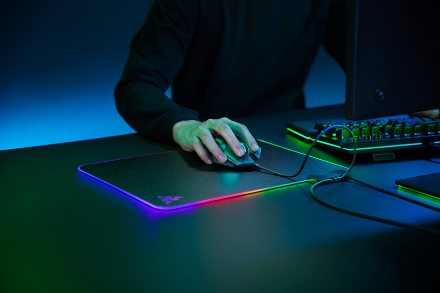 Person using the Razer Firefly 2