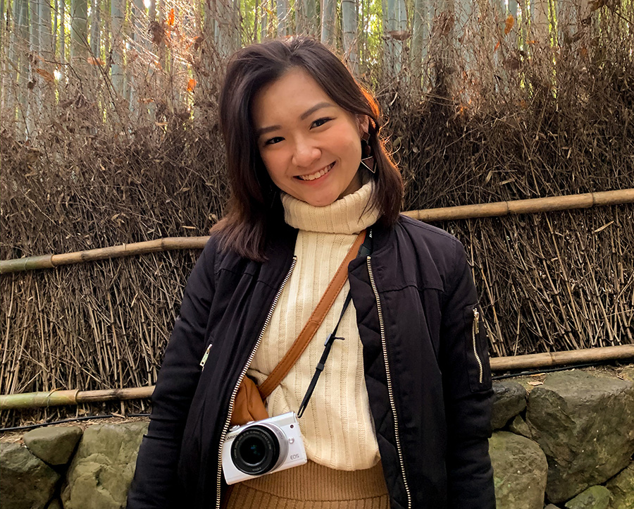 Han Yun in Japan, with the Canon M200