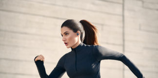 Woman running with the Jabra Elite Active 75t